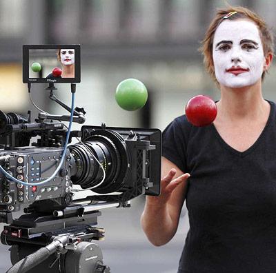 Zwei parallel angeordnete Kameras müssen diese Szene aufnehmen, damit sie ein 3D-Film wird