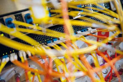 Voll vernetzt: In unserem Alltag geht kaum noch etwas ohne Internet - mobil oder per Kabel.