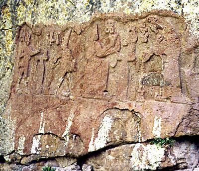 Hethitisches Relief mit Hattušili und einem Wettergott (links) und der Königin Puduḫepa