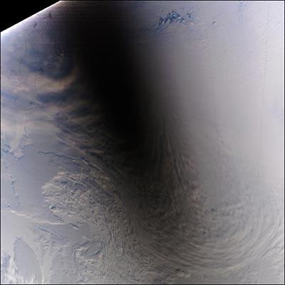 Sonnenfinsternis über der Antarktis