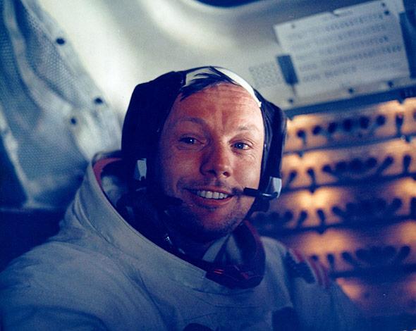 Neil Armstrong auf dem Rückflug zur Erde