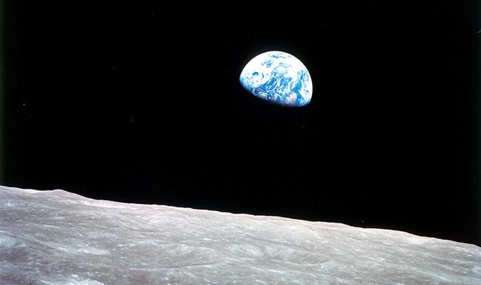 Mit Apollo 8 haben Menschen zum ersten Mal die Erdumlaufbahn verlassen – und den Aufgang der Erde gesehen. © NASA