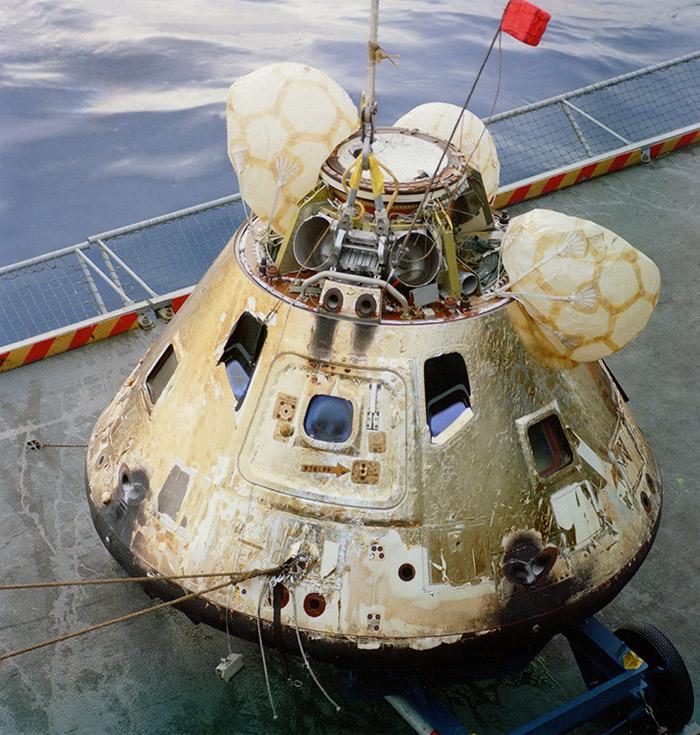 "<span class=""img-caption"">Nach der Landung am 27. Dezember 1968: Apollokapsel an Bord der USS Yorktown.</span> <span class=""img-copyright"">© NASA</span>"