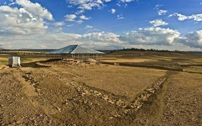 Grabungsplatz mit der antiken Tempelanlage