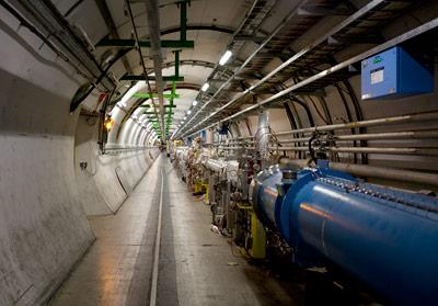 Im Tunnel des LHC - hier kommt man nur hinein, wenn die große Maschine steht.