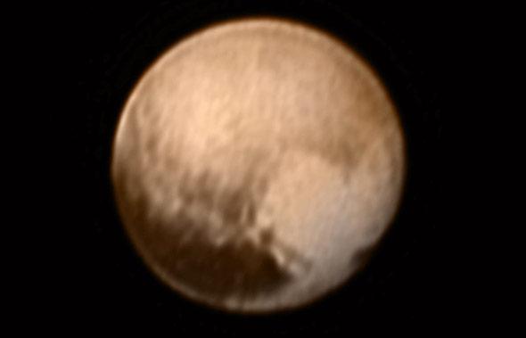 Verblüffend: Diesen hellen Fleck in Herzform entdeckte New Horzhions am 7. Juli auf der Pluto-Oberfläche.