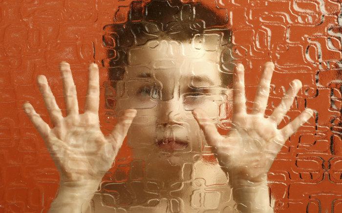 """<span class=""""img-caption"""">Autistische Kinder haben häufig Schwierigkeiten, mit ihren Mitmenschen zu kommunizieren.</span> <span class=""""img-copyright"""">© Marcin Pawinski/ thinkstock</span>"""