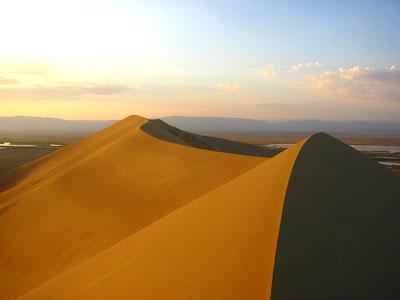 Die Düne von Altynemel in Kasachstan gibt deutliche Töne von sich.