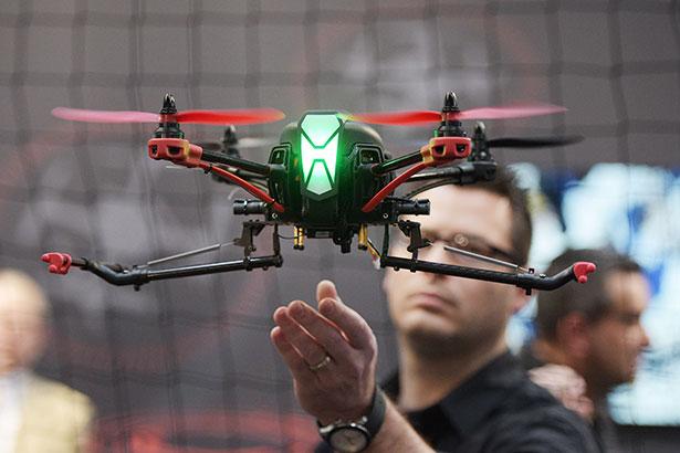 Die neusten Drohnen-Modelle und mögliche Anwendungen werden auf der CeBIt in einer eigenen Halle vorgestellt.