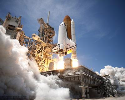 Space Shuttle Atlantis bei ihrem vorletzten Start im Mai 2010