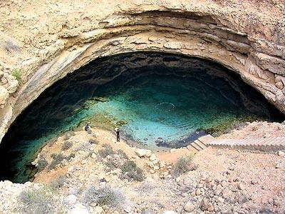Eine Doline im Oman