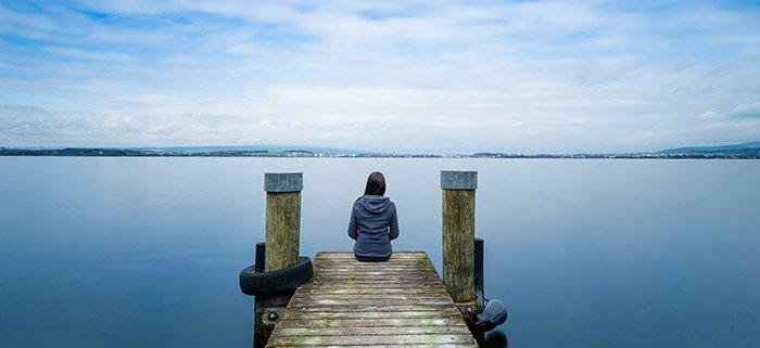 Einsamkeit und soziale Isolation können vielfältige Folgen haben. © Maryna Patzen/ istock
