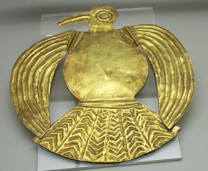 """<span class=""""img-caption"""">Bei der Eroberung des Inka-Reichs erbeuteten die Spanien zahlreiche Goldobjekte wie diese Vogelfigur – doch das reichte ihnen nicht.</span> <span class=""""img-copyright"""">© Simon Burchell/ <a href=""""http://creativecommons.org/licenses/by/3.0"""">CC-by-sa 3.0</a></span>"""