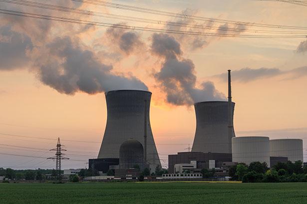 Atomkraftwerke erzeugen hochradioaktive Abfälle, darunter vor allem ausgebrannte Brennstäbe.