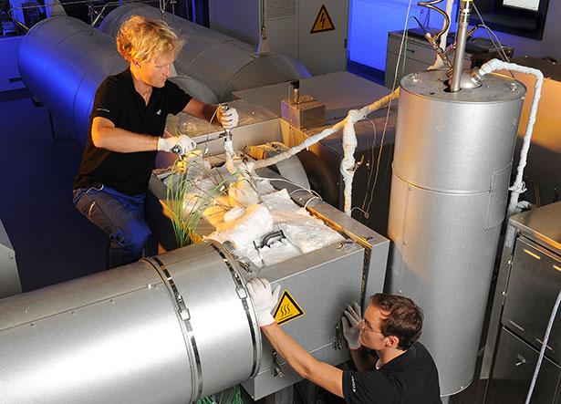 Testanlage für thermochemische Wärmespeicher beim DLR in Köln, hier dient Kalk als Energiespeicher.