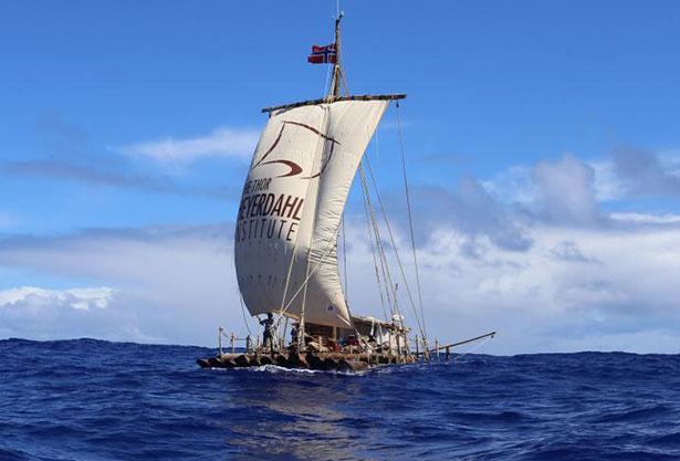 Blick auf die Tupac Yupanqui - eines der beiden Flöße der Kon-Tiki 2-Expedition
