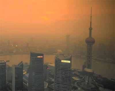 Smog und Feinstaub über Schanghai.