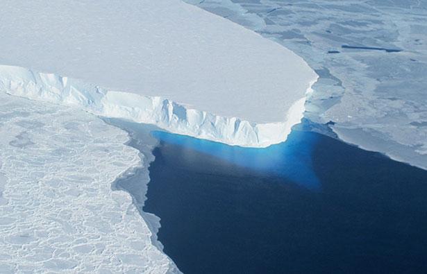 Zunge des Thwaites-Gletschers im Amundsenmeer – in diesem Gebiet taut das Schelfeis von unten.