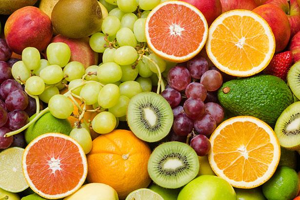 Obwohl Obst auch Fructose enthält, ist es gesund – auch weil man davon nie so viel konsumiert wie beispielsweise von einer süßen Limonade.