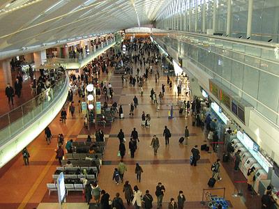 Flughafen von Tokio. Die meisten Ausländer waren bereits abgereist.