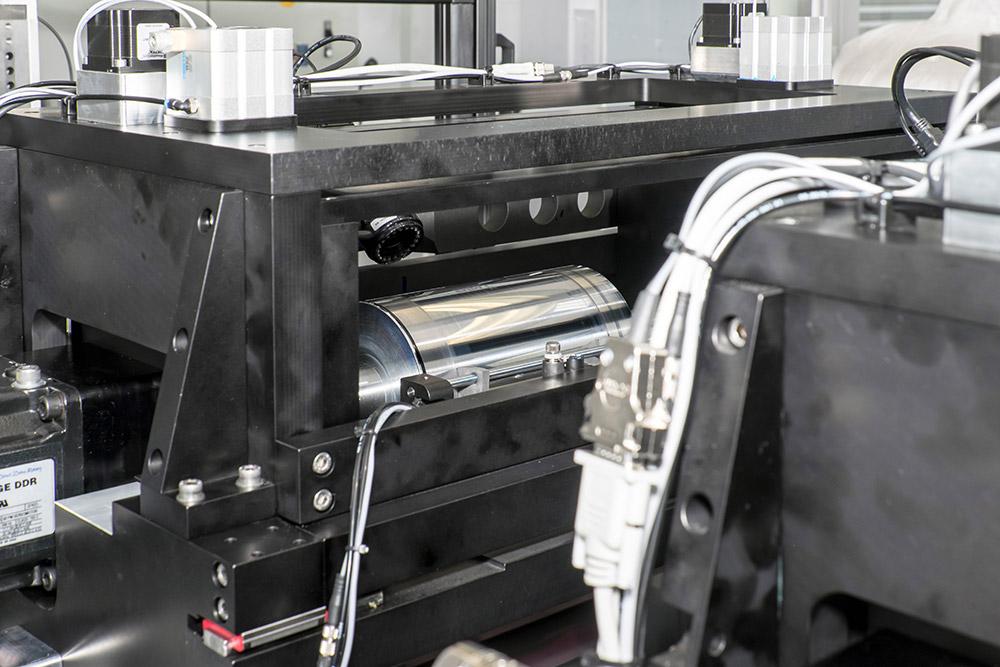 """Um elektronische Komponente auf flexible Unterlagen wie Papier oder Polymer aufzudrucken, sind spezialisierte Druckgeräte nötig. <span class=""""img-copyright"""">© Empa</span>"""