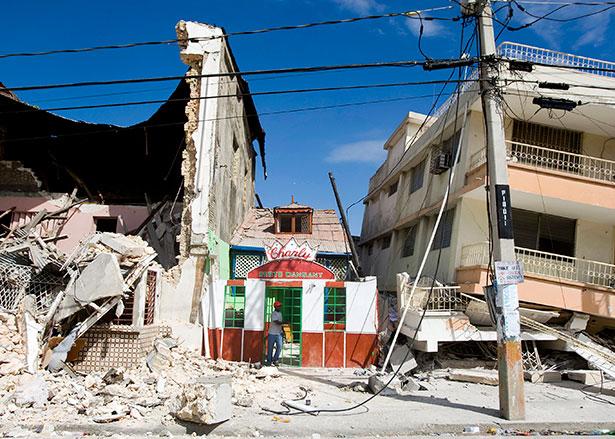 Schäden nach dem Erdbeben auf Haiti im Jahr 2010. Genaue Geodaten sind wichtig, um das Ausmaß der Schäden, aber auch Zufahrtswege für Helfer zu ermitteln.