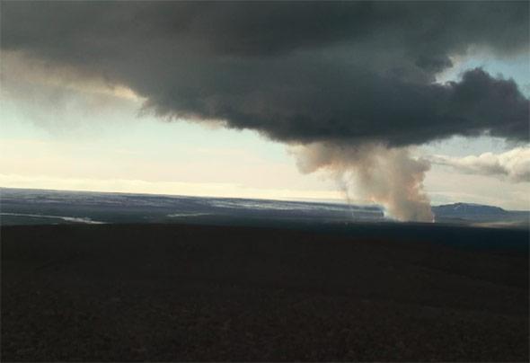 Dampf und Rauchwolke über dem Bárðarbunga - noch ist dies nur eine kleine Eruption
