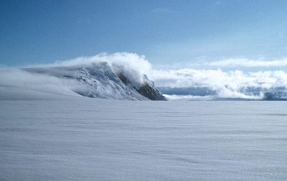 Blick auf die Eisfläche über dem Grimsvötn - vom Vulkan darunter ist nicht viel zu sehen.