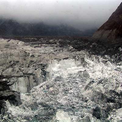 Abbruchkante an der Gletscherflanke