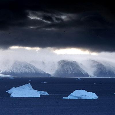 Fjordlandschaft im Nordwesten Grönlands