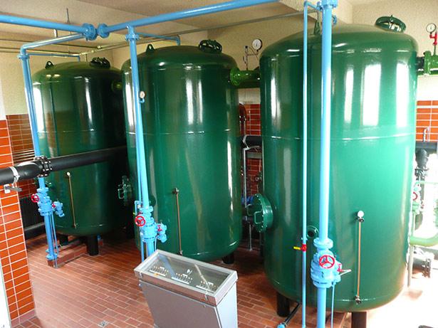 Auch das Einsickern von Salzwasser kann das Grundwasser verunreinigen, hier Filter in einem Wasserwerk auf der Insel Juist.