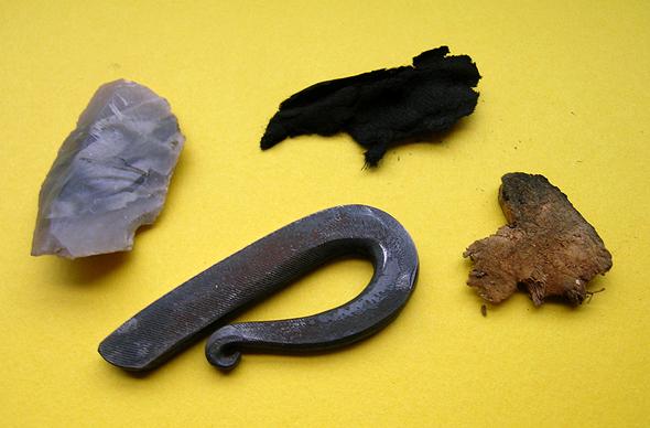 Feuerstein, Stahl und Zundermaterial