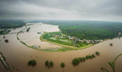 Land Unter: So wie hier in Erlln an der Mulde sah es im Juni 2013 an vielen Flüssen aus
