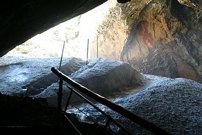 Eingang zur Schellenberger Eishöhle im Berchtesgadener Land
