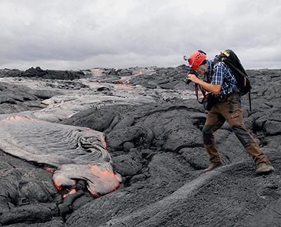 Lava, Eis und Höhlen auf der ganzen Welt erforscht Andreas Pflitsch mit seinem Team.