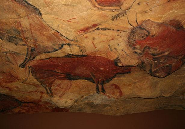 Prähistorische Felsmalerei an der Decke der Höhle von Altamira in Spanien