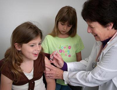 Impfung gegen HPV bei einem jungen Mädchen in den USA