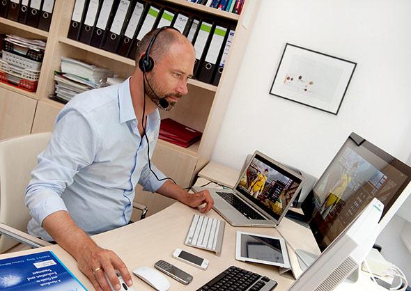 PD Dr. Bert te Wildt in seinem Büro in der Klinik für Psychosomatische Medizin und Psychotherapie
