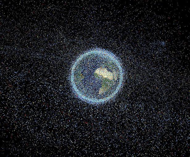 Vermüllter Orbit: Rund 750.000 Objekte von mindestens einem Zentimeter Größe fliegen durchs erdnahe All. Nur rund 18.000 davon sind bisher katalogisiert.