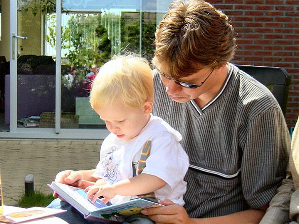 Was bringt frühe Förderung, beispielsweise schon durch Vorlesen?
