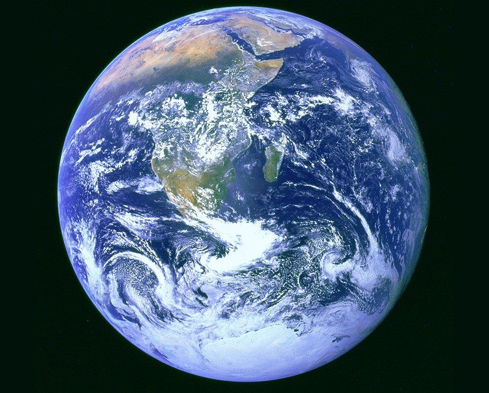 """<span class=""""img-caption""""> Erst das milde, relativ stabile Erdklima der letzten 10.000 Jahre ermöglichte den Aufstieg der menschlicihen Kulturen.</span> <span class=""""img-copyright"""">© NASA</span>"""