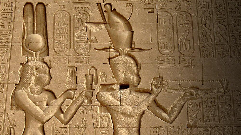 """Kleopatra (links) war die letzte Königin Ägyptens und due reichste und mächtigste Frau ihrer Zeit. © Olaf Tausch/ <a href=""""https://creativecommons.org/licenses/by/3.0/deed.en"""">CC-by-sa 3.0</a>"""