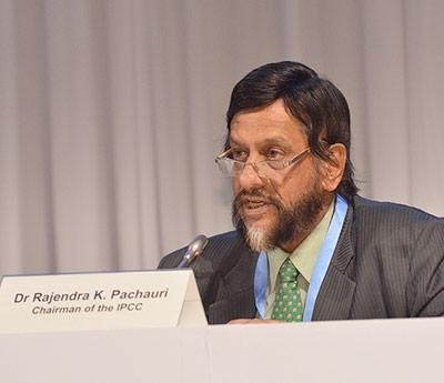 IPCC-Vorsitzender Rajendra Pachauri bei der Vorstellung des 5. Weltklimaberichts - Teil 2 in Yokohama
