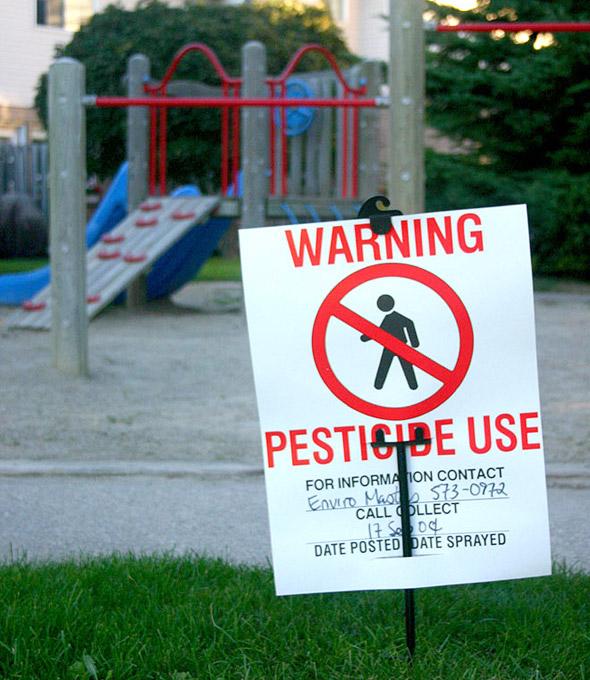Pestizide sind zusammen mit Kunststoffen und Abgasen die bedeutendste Quelle für langlebige Umweltschadstoffe mit möglichen Spätfolgen.