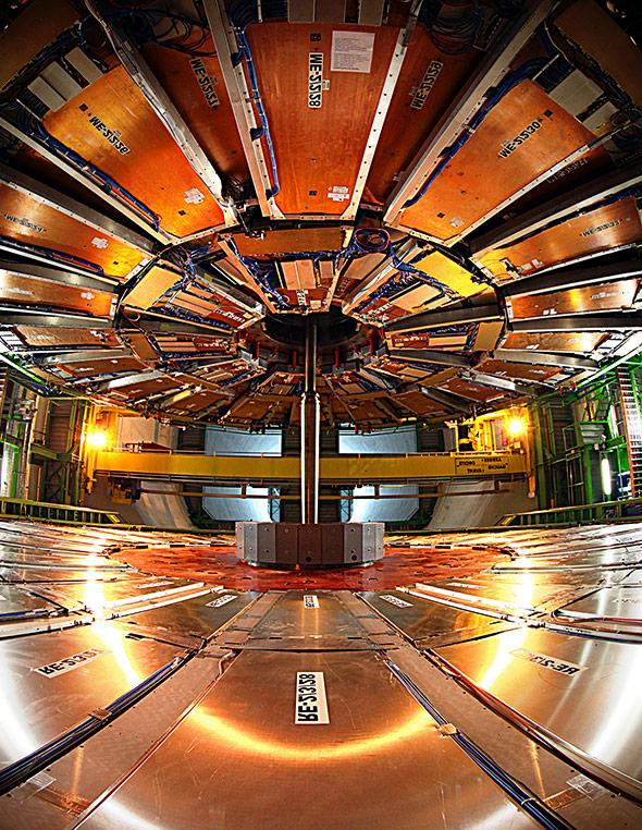Blick in den geöffneten CMS-Detektor - auch er wurde für die höheren Energien umgebaut.