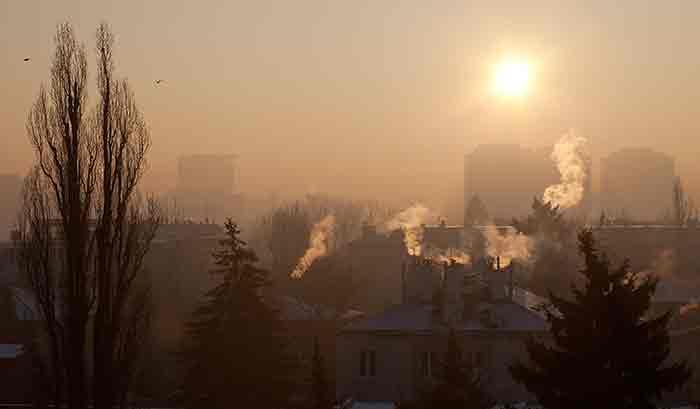 Es herrscht dicke Luft – aber woher komen die Luftschadstoffe und wie misst man sie am besten? © studioflara/ iStock
