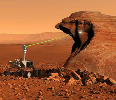 """Unter anderem mit Hilfe seines """"ChemCam""""-Lasers soll Curiosity die Gesteine seiner umgebung analysieren"""