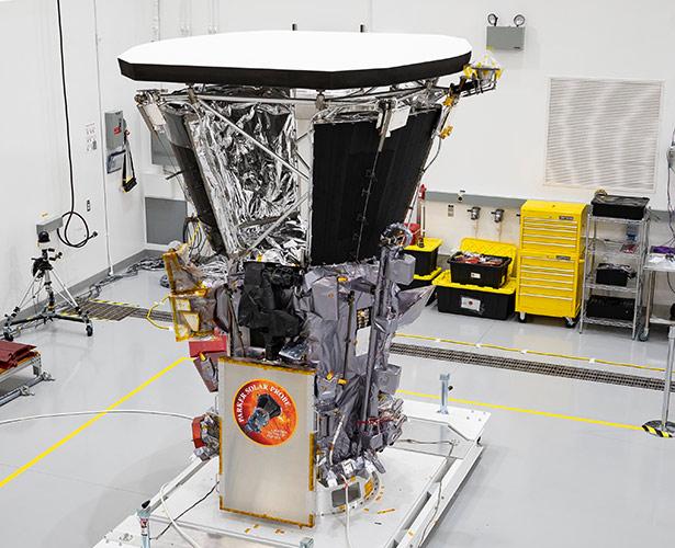 Der Hitzeschild der Parker Solar Probe (oben) wird sie gegen einen Großteil der Wärme abschirmen.