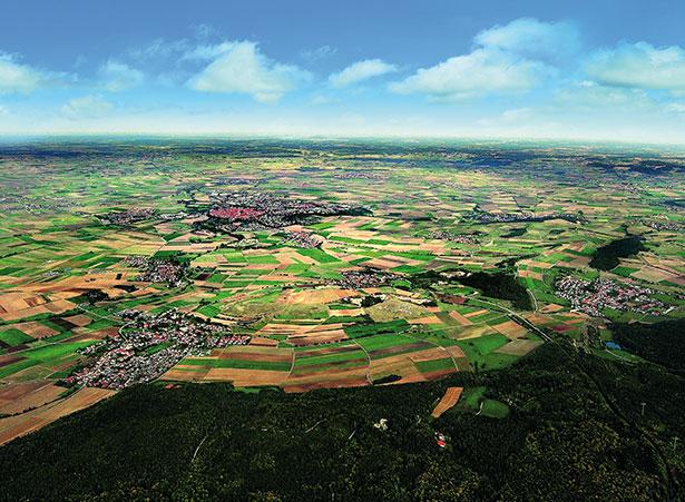 Diese idyllische Landschaft im Nördlinger Ries war einst Schauplatz einer Katastrophe - dem Einschlag eines Asteroiden.
