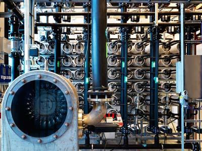 Druck treibt Turbine an